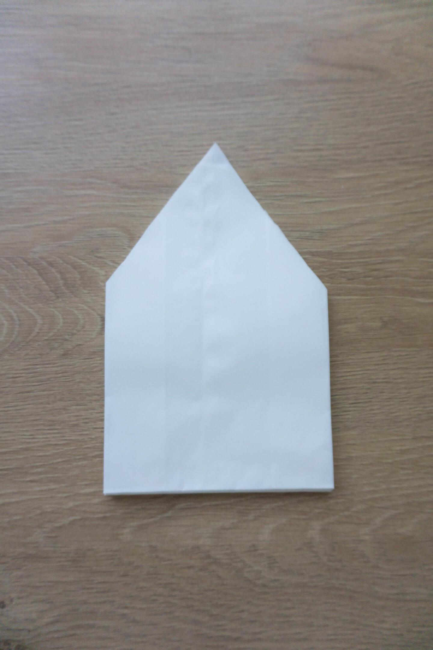 Ecken aus den Papiertüten schneiden